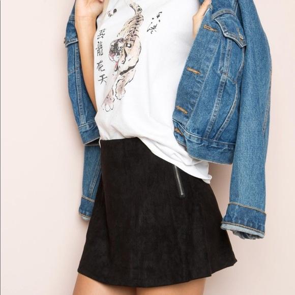 b8543d8be Brandy Melville Black Faux Suede Mini Skirt. Brandy Melville.  M_5b05e157c9fcdf6482232373. M_5b05d8ab85e6055dc2b5ed61.  M_5b05d8be00450fb7ea395844